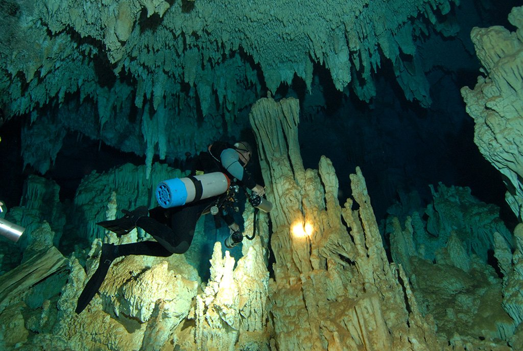 غواصی در غارها