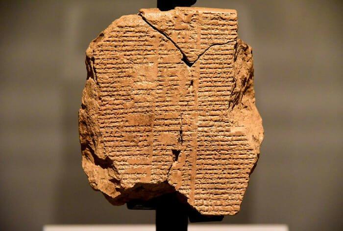 Gilgamesh' historie på Tavle V, møder Humbaba sammen med Enkidu, Sulaymaniyah Museum